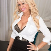 Older light-haired boss woman Bella Dea baring hefty breasts before delivering BLOW JOB in office place