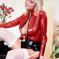 Old blonde MILF Debbie Ashby bares her big juggs from a spandex jacket in tights