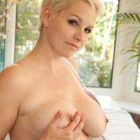 Expert platinum-blonde MILF with short hair unsheathes her giant all-natural titties after tennis