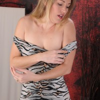 Over 30 blonde crosses her fine gams after peeling off a sundress for her first nude poses