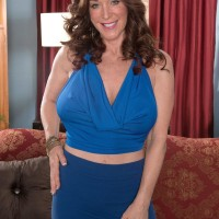 Over 50 MILF Rachel Steele baring monster-sized fun bags before having cooter slurped out on chesterfield