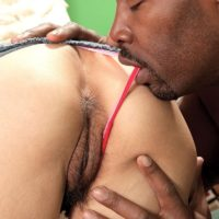 Puny grannie Sahara Blue has her wooly honeypot fingerblasted by a ebony boy