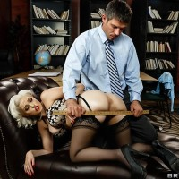 Platinum blonde MILF XXX star Jenna Ivory dildoing bunghole before rigid anal poke