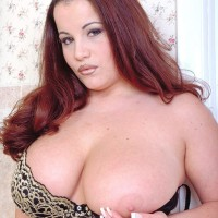 Ginger-haired MILF Annie Swanson wets her immense breasts in the bathtub during solo action