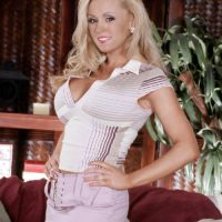 Lizzie Mills is the babe of the day for June 06, 2021