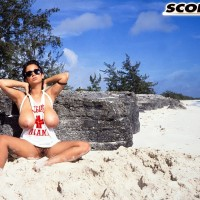 Provocative MILF Devon Daniels releases her massive melons while hanging at the beach