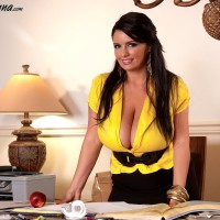Stunner Arianna Sinn frees her hefty boobs before gobbling an apple at her desk