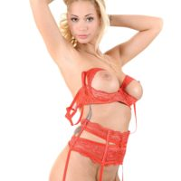 Strawberry ash-blonde Peneloppe Ferre catapults a sex toy inwards her muff during solo action