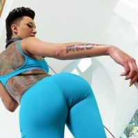 Tatted chick Bella Bellz takes selfies of her monster-sized arse previous to bumhole sex on a couch