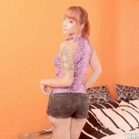 Tattooed red-haired teenage Lylian Crimson sliding off shorts before providing oral job on knees