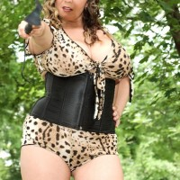 Thick MILF Jana wields a whip while exposing juggs during an outdoor hand job