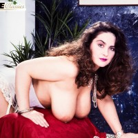 Thick solo model Justine sets her immense titties free from a sundress while wearing white hosiery