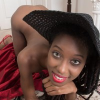 Slender ebony amateur Saf spreads her all natural coochie while garbed a sun hat and high heeled shoes